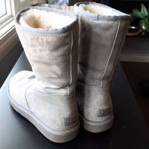 UGG boots taupe zip up